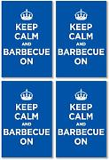 Glänzendes Vinyl Aufkleber Pack: Keep Calm and Grill On Blau Marineblau Azur WW2 WWII Parody Sign (4 Aufkleber, 10,5 x 7 cm/10,4 x 7,1 cm)