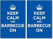 Glänzendes Vinyl Aufkleber Pack: Keep Calm and Grill On Blau Marineblau Azur WW2 WWII Parody Sign (2 Aufkleber, 15 x 10 cm/15 x 9,9 cm)
