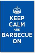 Poster Kunstdruck: Keep Calm and Grill On Blau Marineblau Azur WW2 WWII Parody Sign (A2 Maxi – 40,7 x 61 cm/40,6 x 61 cm, glänzend Foto Papier, Geschenk, Artwork Home Decor Dekorative)